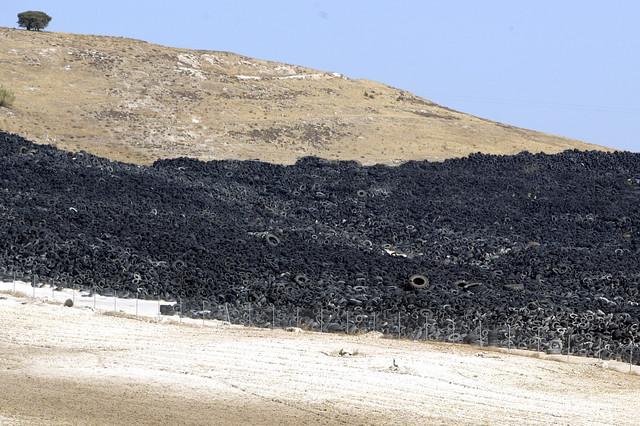 Cinco millones de neumáticos se acumulan en la localidad toledana de Seseña.