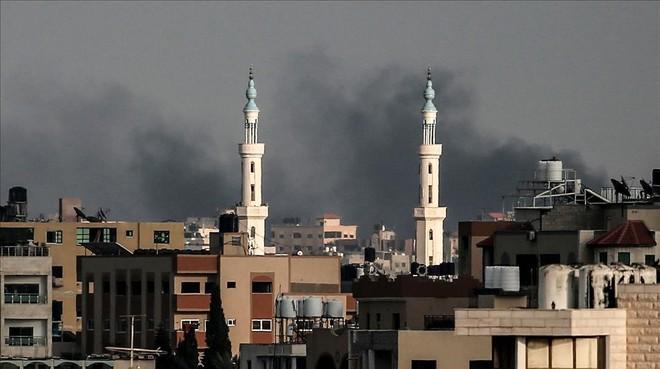 La ciudad de Gaza, bajo el humo de las bombas.