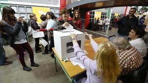 Colas en un centro de votación el 9 de noviembre del 2014.