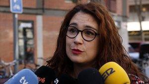 La concejala de Relaciones Internacionales, Laura Pérez, atendiendo a los medios de comunicación el 30 de diciembre del 2017.