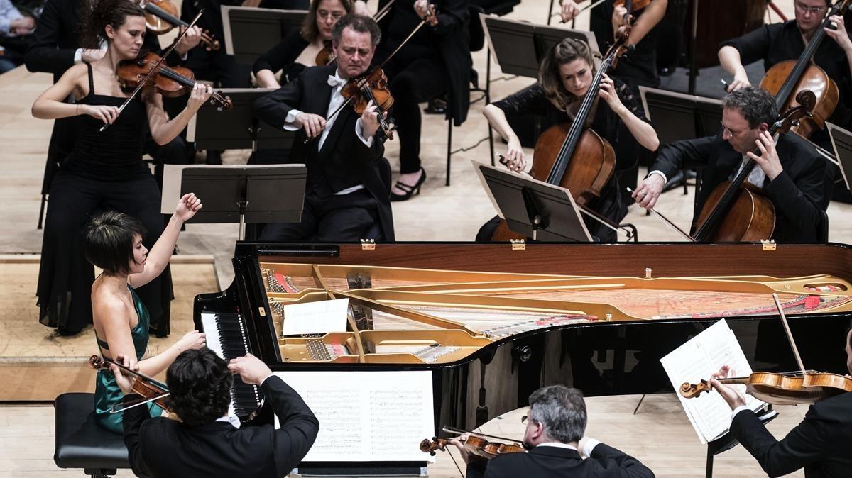 La pianista Yuja Wang y la Chamber Orchestra of Europe durante el concierto del pasado sábado en en el Auditori.