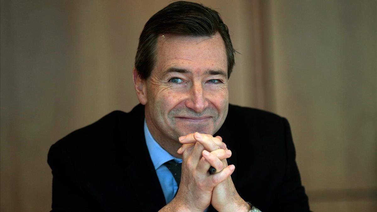 El CEO del Financial Times devolverá parte de su sueldo tras las críticas recibidas