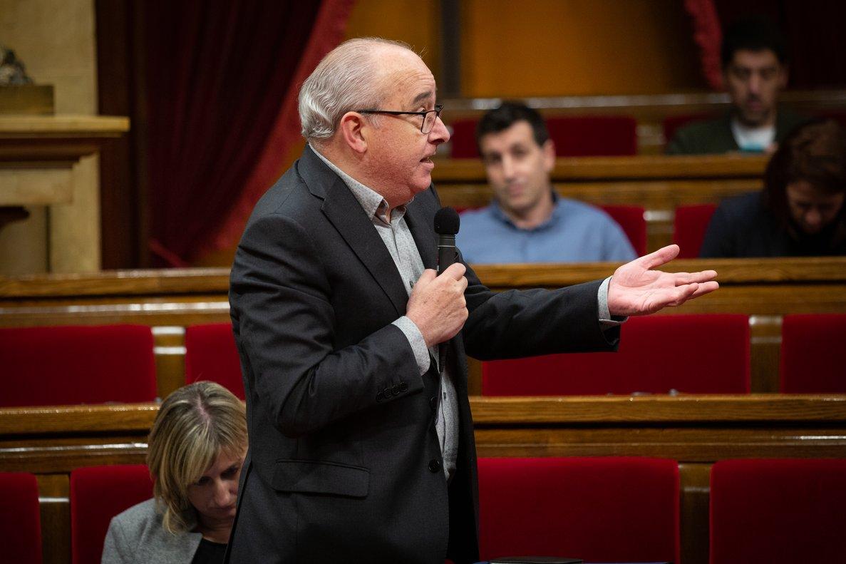 El 'conseller' de Educació, Josep Bargalló, en el Parlament, en febrero.