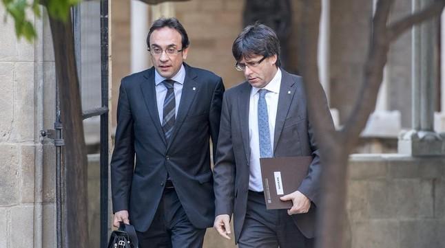 El conseller de Territori, Josep Rull, y el presidentde la Generalitat, Carles Puigdemont.