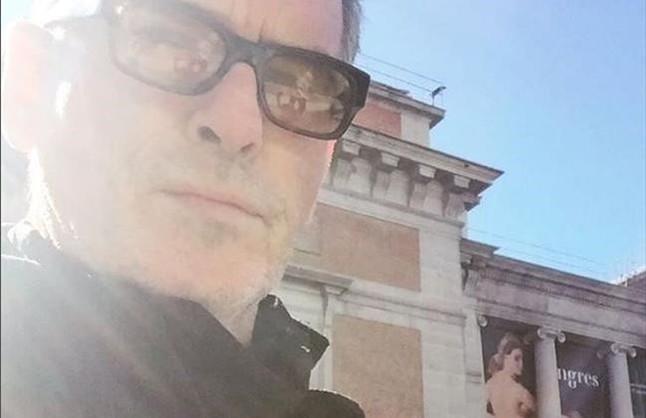 Pierce Brosnan, frente al Museo del Prado.