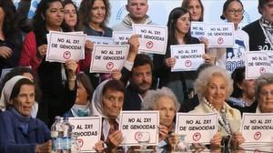 Defensores de los derechos humanos de Argentina celebran que el Senado haya puesto coto a reducir las penas a los represores de la dictadura.