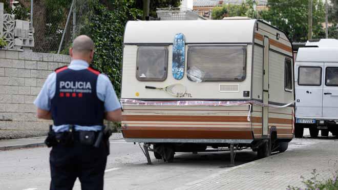 Detenido el presunto asesino de varios sintecho en Barcelona. En la foto, la caravana donde vive el detenido, en el barrio de Las Planas de Sant Cugat.