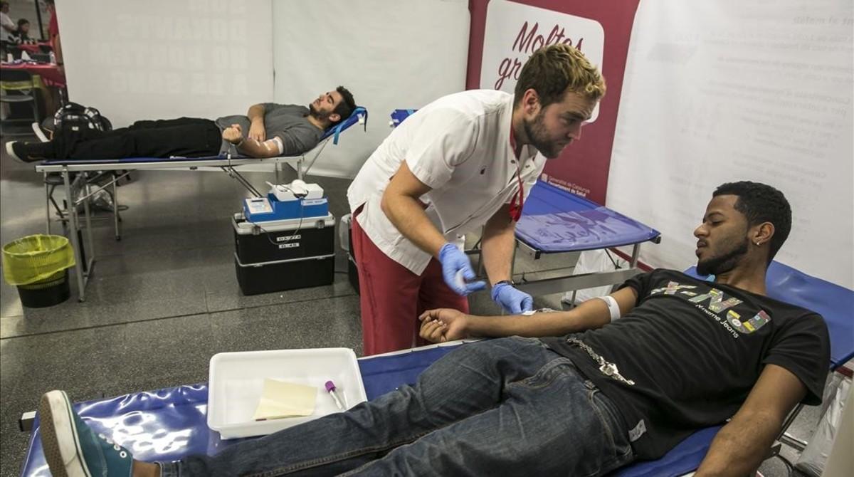 Donación de sangre en el metro de Barcelona, en el 2014.
