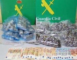 Sustancias estupefacientes recogidas por la Guardia Civil.