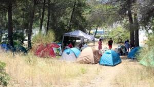 Veïns de Castelldefels, acampats contra la urbanització de la seva última zona verda
