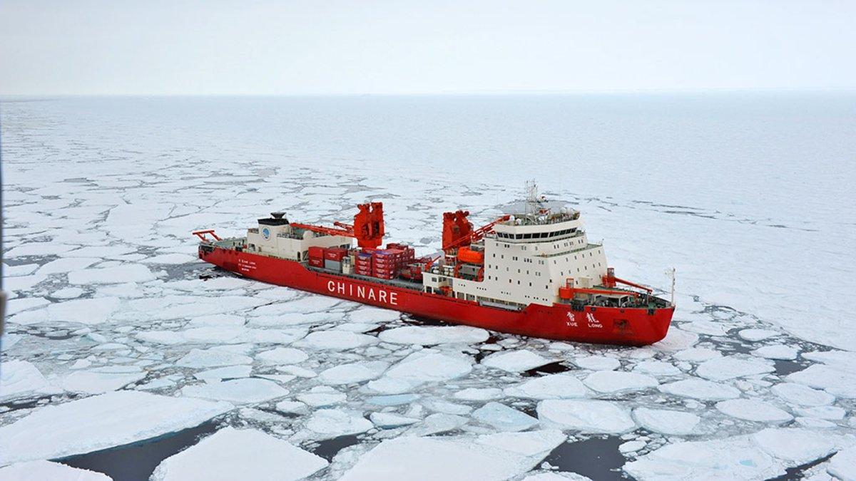 Buque chino Xuelong (Dragón de Nieve) colisionó contra un iceberg en la Antártida.