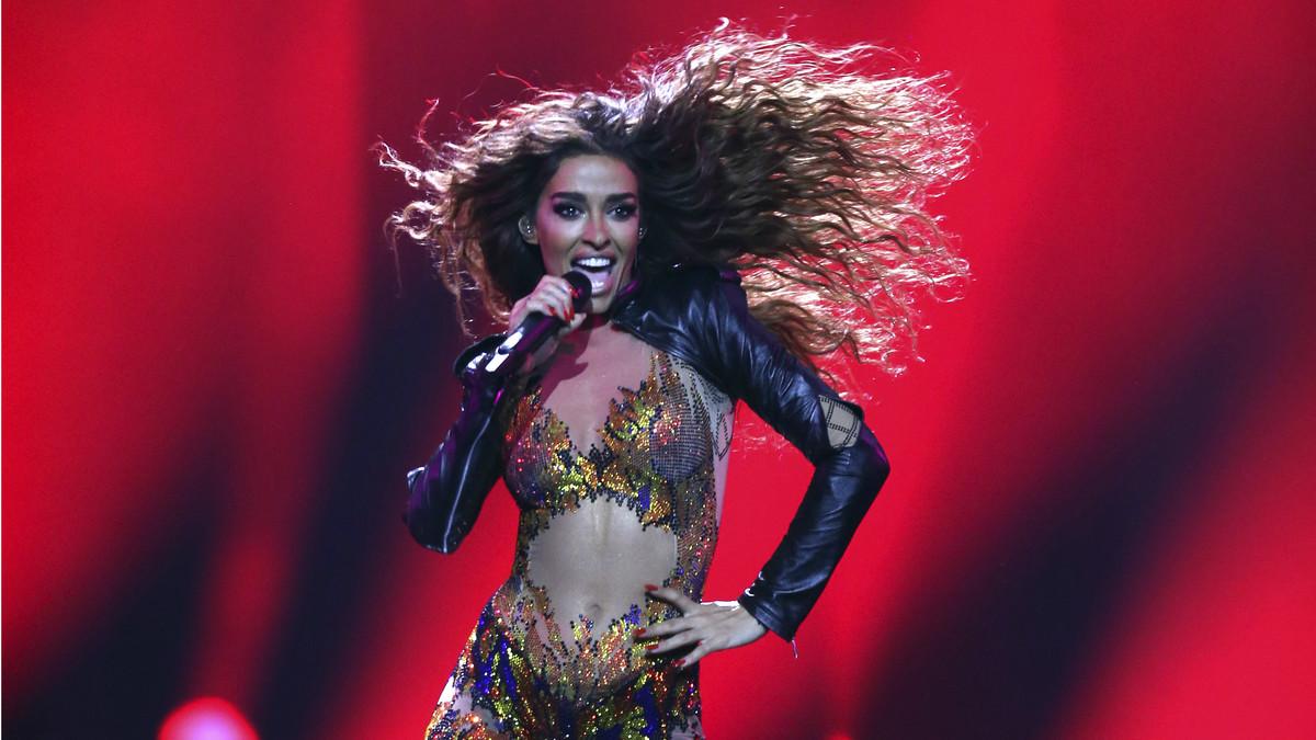 Eleni Foureira, representantede Chipre en Eurovisión 2018, interpreta Fuego en la gala final del festival eurovisivo.