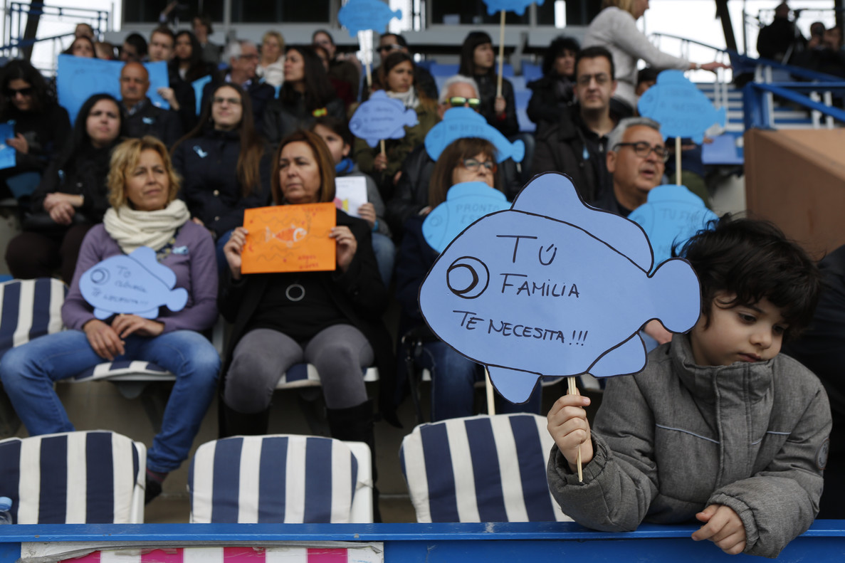 Familiares y amigos de Gabriel han asistido en Santa Coloma de Gramenet al acto solidario con el pequeño desaparecido en Almería.
