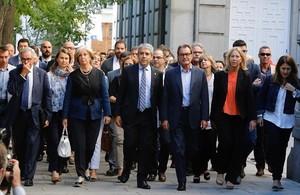 Francesc Homs llega a declarar ante el TS arropado por Artur Mas y dirigentes del PDECat y otros partidos, el pasado 19 de septiembre.