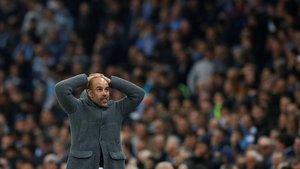 Guardiola se lamenta del gol anulado por el VAR a Sterling en el tiempo añadido.