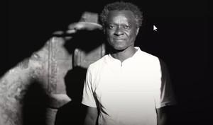 Lanzan un cordero negro muerto a la casa del primer alcalde africano de Baleares