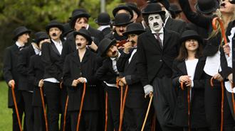 En Suiza 662 'charlots' se disfrazan de Chaplin para celebrar su 128 cumpleaños.