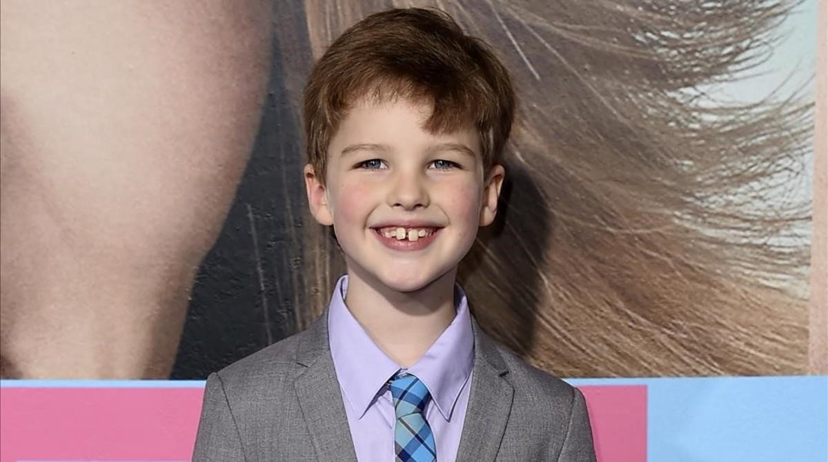 El joven Ian Armitage, de 8 años, interpretará al personaje de Sheldon Cooper cuando tenía 9 años en 'Young Sheldon'.
