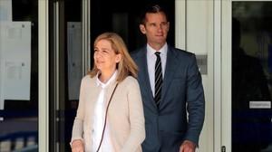 La infanta Cristina e Iñaki Urdangarin, saliendo de los juzgados de Palma, en una de las sesiones del juicio del caso Nóos.