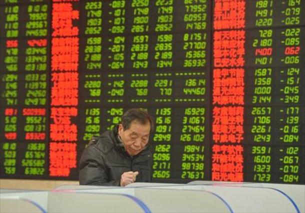 Un inversor en la bolsa de Fuyang, en la provincia china de Anhui.