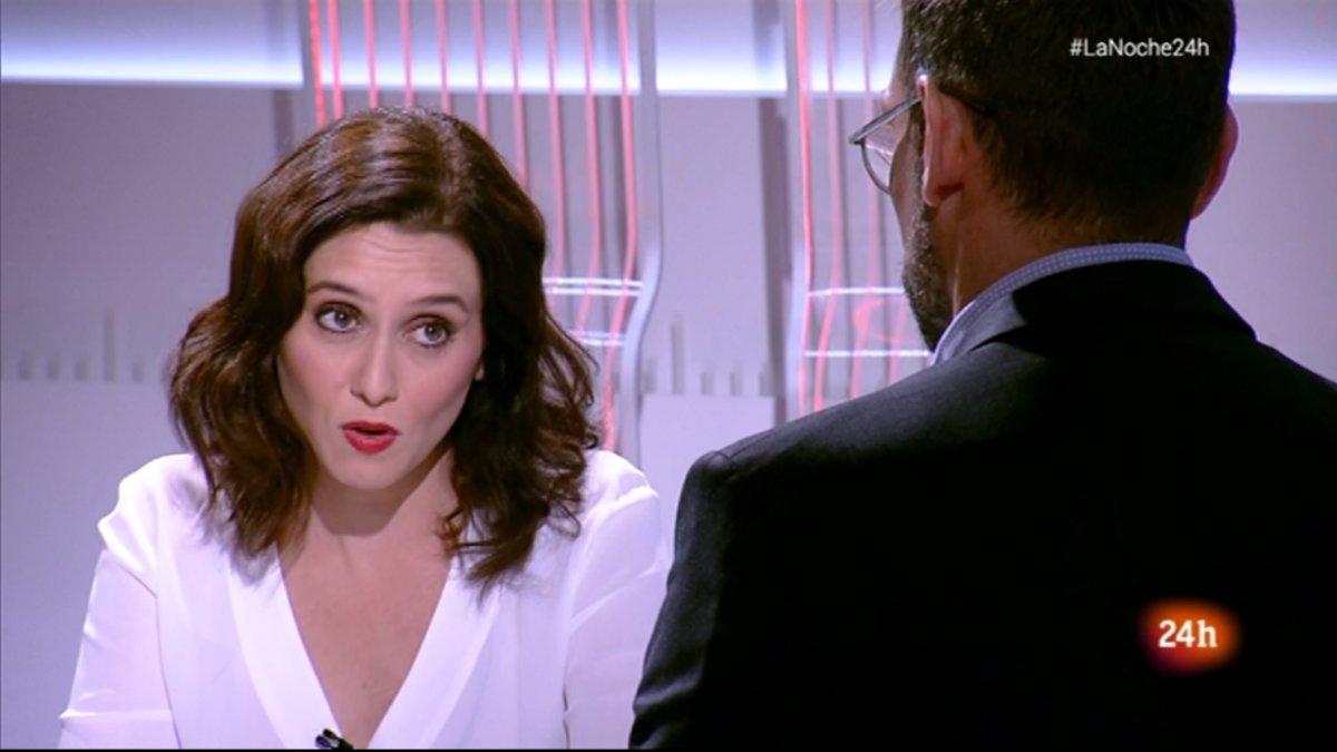 Isabel Díaz Ayuso contestando a las preguntas de Marc Sala en 'La noche en 24 horas' (TVE).