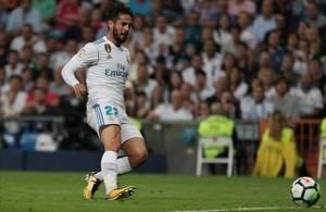 Isco marca el primer gol del partido tras recibir de Cristiano Ronaldo.