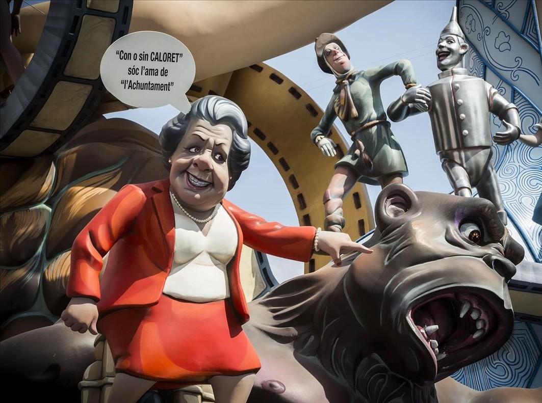 'Ninot' de Rita Barberá en la falla de Cuba-Literato Azorín del 2015.