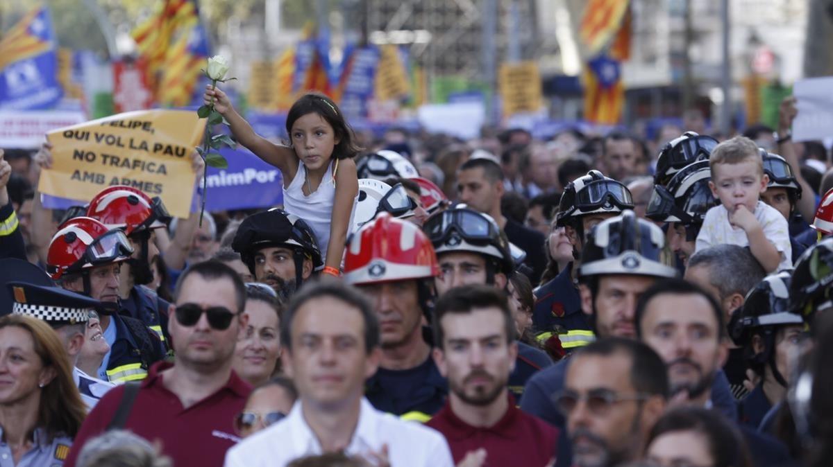 Les imatges de la manifestació de Barcelona contra el terrorisme