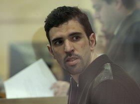 MD48. MADRID, 15-02-07.- Jamal Zougam, procesado como uno de los presuntos autores materiales de los atentados del 11-M, en la sala blindada en la que se encuentran los 18 encausados que permanecen en prisión, durante el juicio por los atentados del 11-M que comenzó hoy en el pabellón de la Audiencia Nacional en la Casa de Campo. EFE/Sergio Barrenechea ***POOL***