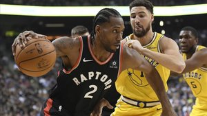 Kawhi Leonard rebasa a Klay Thompson de los Warriors.