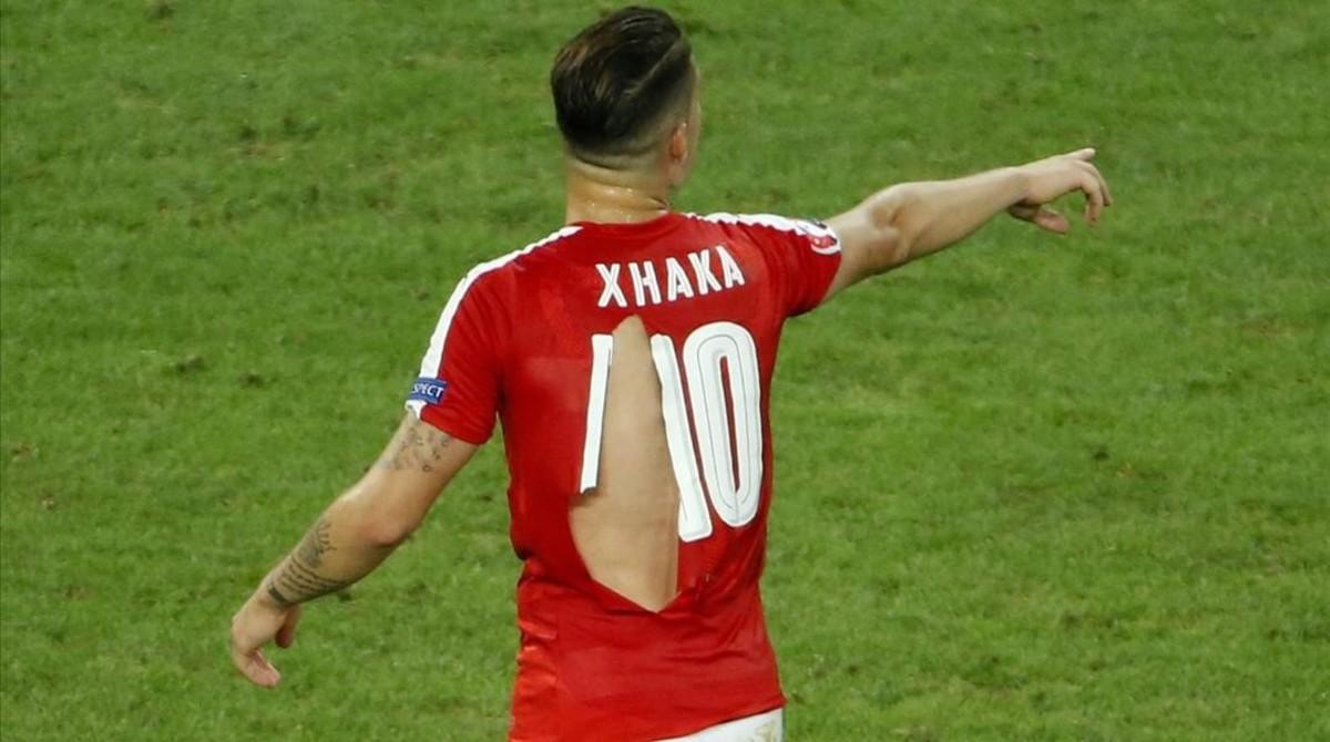 Las camisetas rotas de Suiza durante el encuentro ante Francia