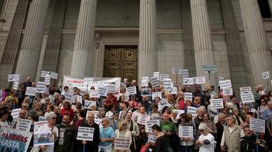 La ley que promueve el PSOE incluye la eutanasia y el suicidio médicamente asistido