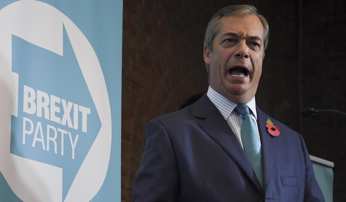 El líder del Partido del Brexit, Nigel Farage, en una conferencia de prensa, este viernes, en Londres.