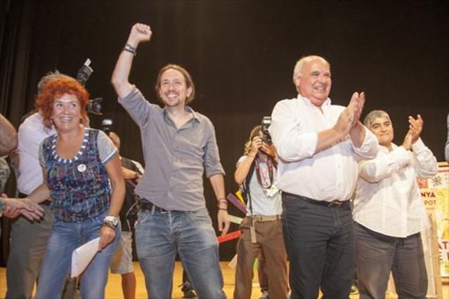 El líder de Podemos, Pablo Iglesias, y el candidato de Catalunya Sí que es Pot, Lluís Rabell, en el mitin de este jueves, 24 de septiembre, por la noche en Tarragona.