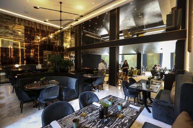 Sala del restaurante Línia, en los bajos del Hotel Almanac.