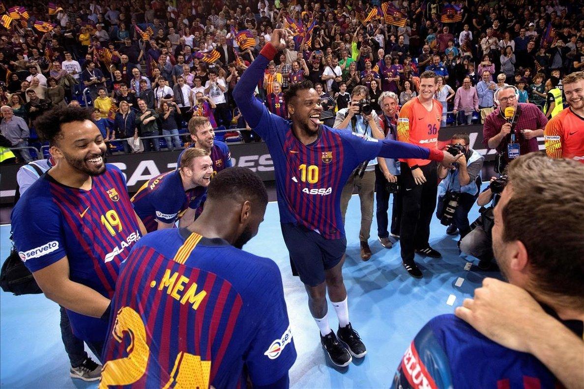 Los jugadores del Barça celebran su clasificación tras superar al Nantes