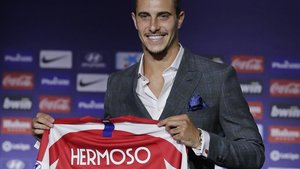 Mario Hermoso, el nuevo jugador del Atlético, durante su presentación en el Metropolitano.
