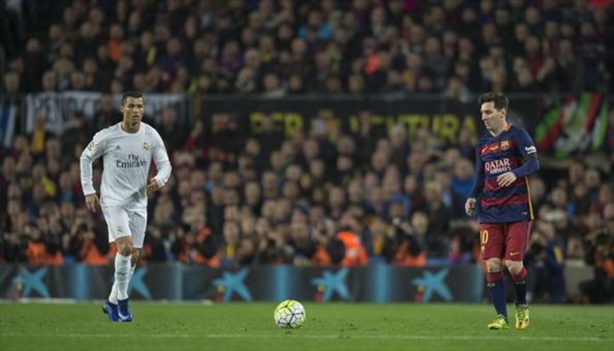 Messi y Ronaldo, en uno de los clásicos disputados en el Camp Nou