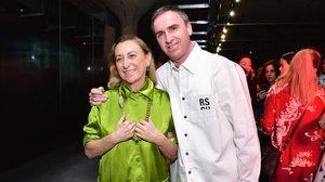 Miuccia Prada ficha a Raf Simons como diseñador de su firma.