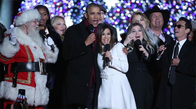 Obama, Michelle y Santa Claus cantando Jingle Bells en la Casa Blanca