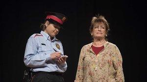 Obra de teatro, iniciativa de los Mossos, para alertar a los ancianos frente a robos, hurtos y estafas.