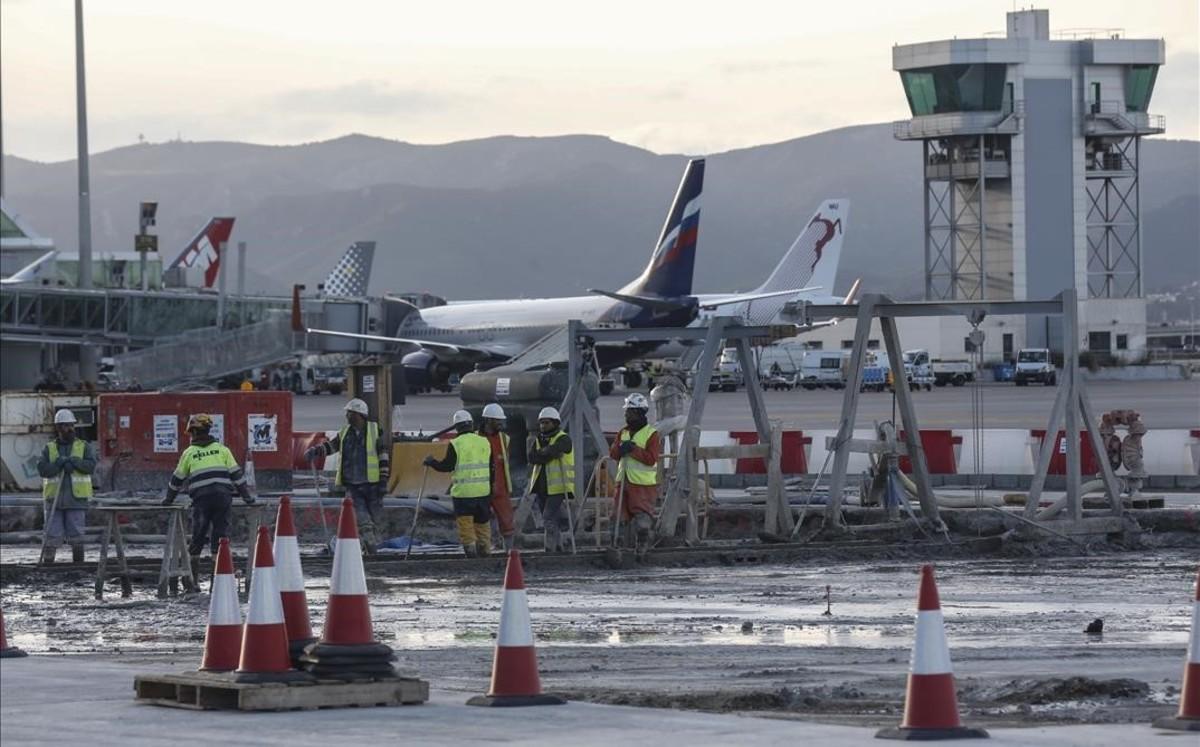 Obras del acceso ferroviario al aeropuerto de El Prat .