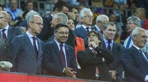 Palco del Camp Nou en el derbi con la presencia del President de la Generalitat, Carles Puigdemont.