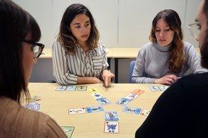 Partido de Micro-combat, juego de cartas sobre la resistencia a los antibióticos.
