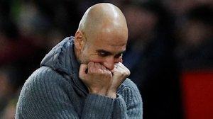 Pep Guardiola, que anoche ganó por tercera vez consecutiva en Old Trafford, celebrá el triunfo de su equipo y el liderato de la Premier League.