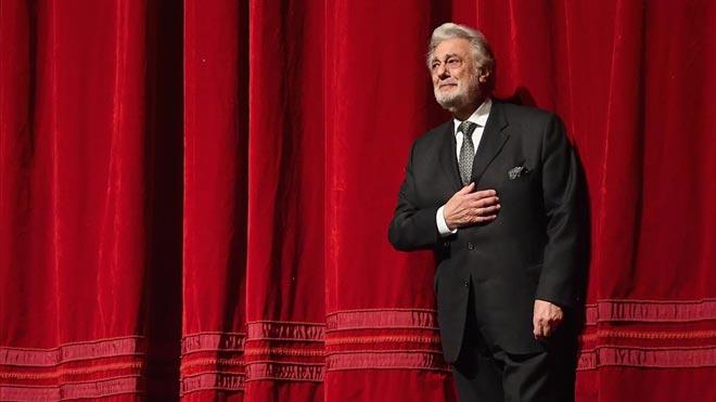 Plácido Domingo, acusado de acoso sexual por ocho cantantes y una bailarina.