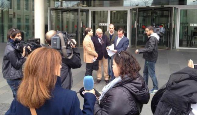El secretario general de Plataforma per Catalunya, Robert Hernando, presentando esta mañana la denuncia en la ciudad de la justicia de Barcelona.