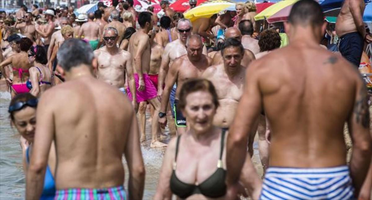 La playa de Levante en Benidorm en julio.