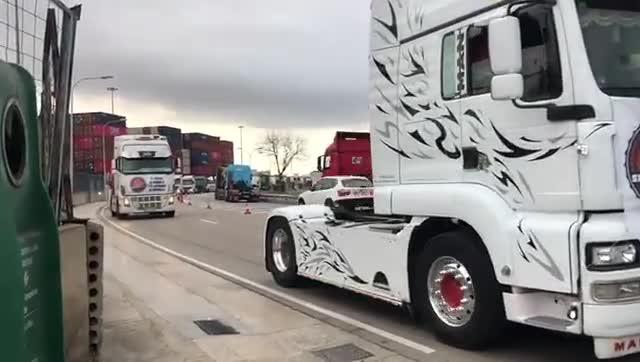Marxa lenta de camions del Port de Barcelona