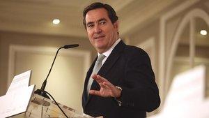 El Presidente de la CEOE Antonio Garamendi durante una conferencia.